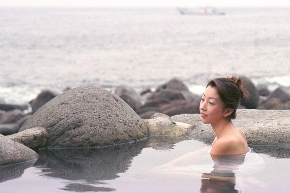 波打ち際の露天風呂「黒根岩風呂」